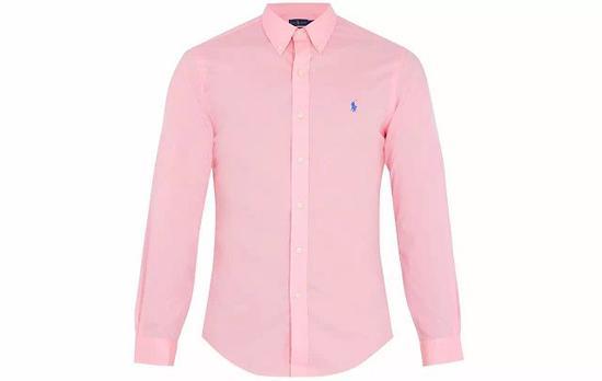 ●Polo Ralph Lauren 的桃粉色衬衫上,还有标志性的撞色 Logo。