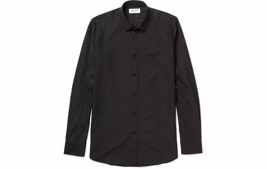●黑色几乎成了新 Saint Laurent 的代表色,这件衬衫即是全黑单品。