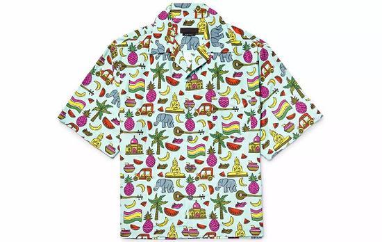 ●想买一件作为 Statement Piece,可以试试 Prada 的印花短袖T恤。