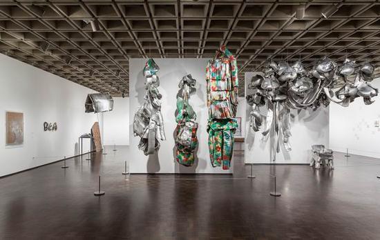 """展览""""天空是一个伟大的空间""""现场,2017年,大都会布劳耶分馆"""