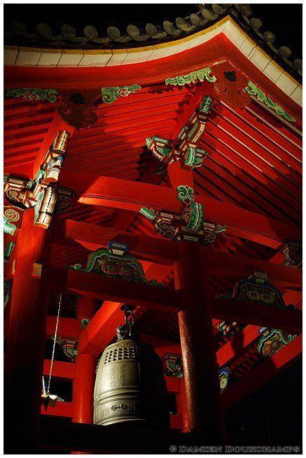 敲钟祈福 图片来源自flickr.com