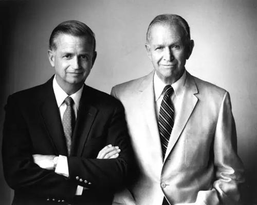 1972年的小万豪先生(左)和老万豪先生(右)