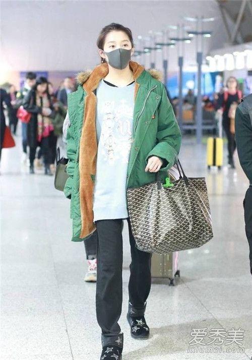 关晓彤最新机场照放飞自我 绿袄+运动裤造型似大妈郑智薰演过的电视剧