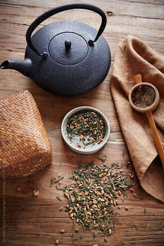茶叶品茶 图片来源自teapavse.com