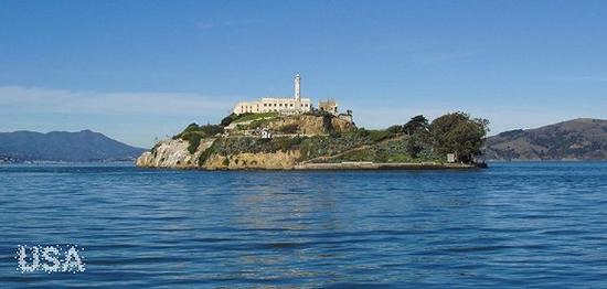以前的美国臭名昭著的监狱所在地——恶魔岛(Alcatraz Island),现在成为旧金山著名观光景点。