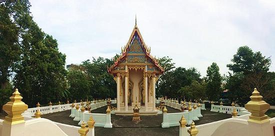 大佛寺旁边还有一座安静的寺庙