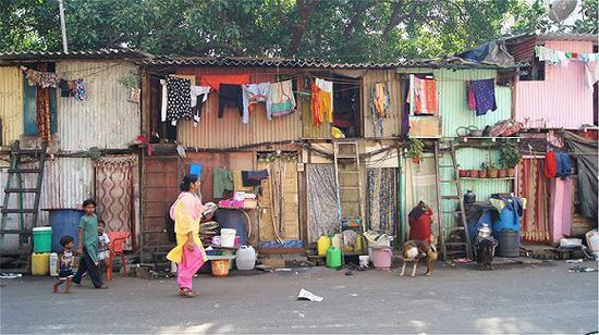 但其实,印度这种拿贫民窟作为旅游噱头的方式并非首创,也一直饱受着争议。
