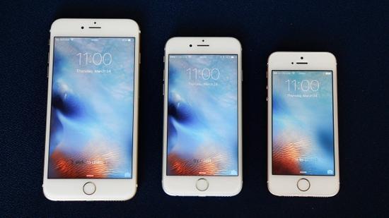 (iPhone 6s Plus/6s/SE 大小对比,图源:华尔街日报)