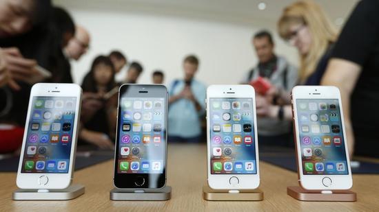 (四色 iPhone SE,图源:Hindustantimes)