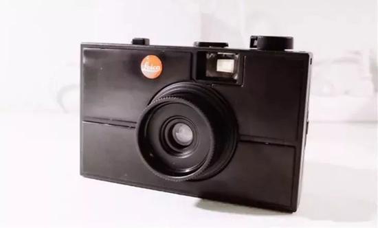 看起来完整一体的老式相机,其实到你手里的时候是这个样子的: