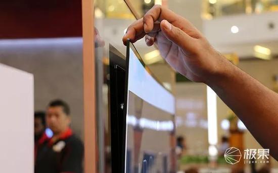 电视面板只有 2.57mm,再加上及宅边框!颜值不是一般的高啊!