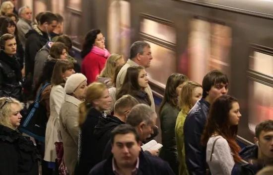 与此同时,莫斯科地铁也一连创下多个世界之最。