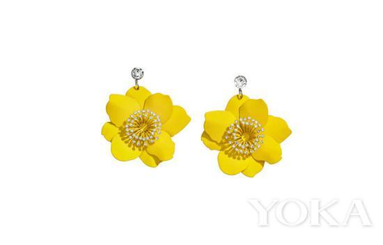 H&M 花朵耳环,¥ 129,图片来自H&M官网。