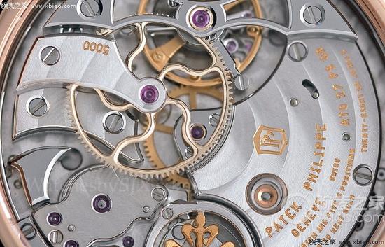 百达翡丽5016R陀飞轮三问万年历腕表,齿轮上的弧形辐条完全由手工倒角润饰。