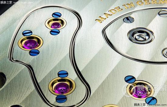 朗格(A。 Lange & S?hne)机芯,抛光蓝钢螺丝,固定住黄金套筒。