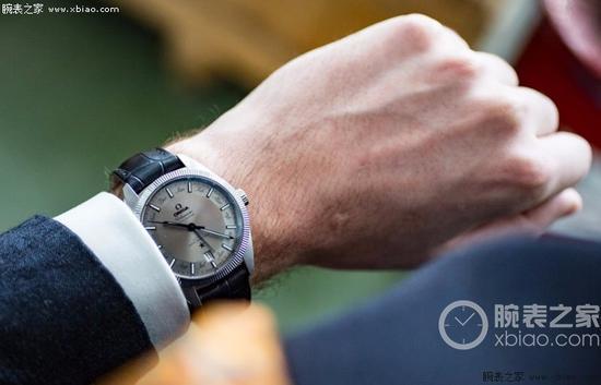 欧米茄星座系列尊霸年历腕表