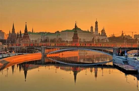 但是来俄罗斯,衣服要尽量备点厚的,连7月中旬的圣彼得堡还有10度的时候呢。