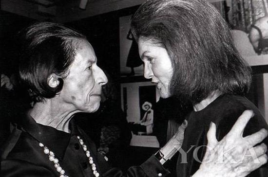 戴安娜·弗里兰和杰奎琳·肯尼迪,图片来自Diana Vreeland Legacy。