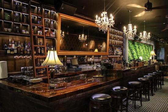 """复刻19世纪20年代""""地下酒馆""""的现代酒吧"""