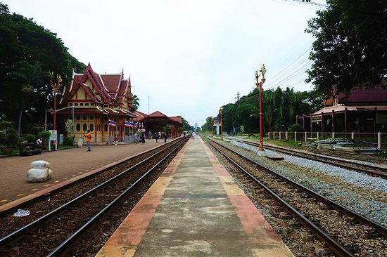 华欣火车站很小,抵达的乘客们离去后就立刻恢复了平静