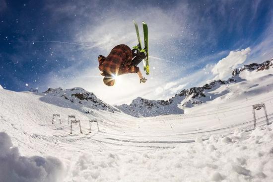 这里还是欧洲人最爱的冬季滑雪胜地之一。