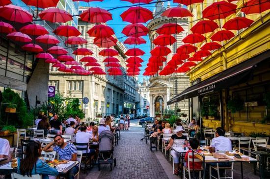 """这里被不少旅行家称为""""最适合穷游的欧洲国家""""。"""