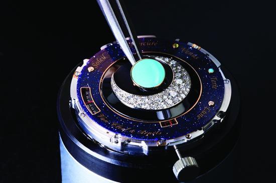 梵克雅宝Lady Arpels Planétarium诗意复杂功能系列腕表,图片来源梵克雅宝。