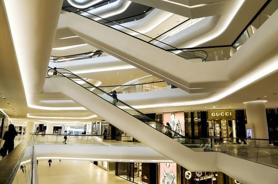 路透社总结的中国新一代奢侈品消费者三大特点