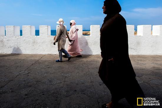 在艾西拉,除了有精美的壁画,还有迷人的地中海风景