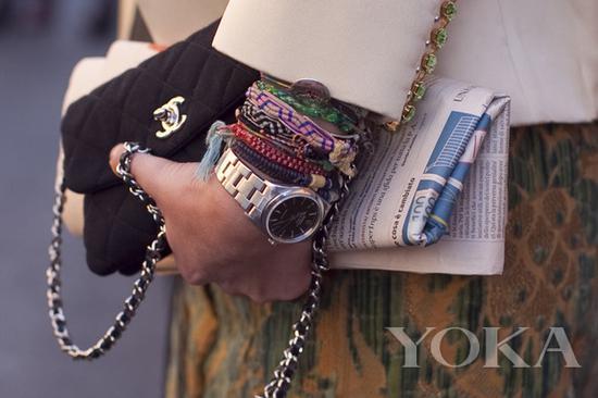 编织手链混搭,图片来自Moi Contre La Vie。