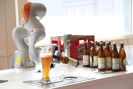美的机器人调酒师