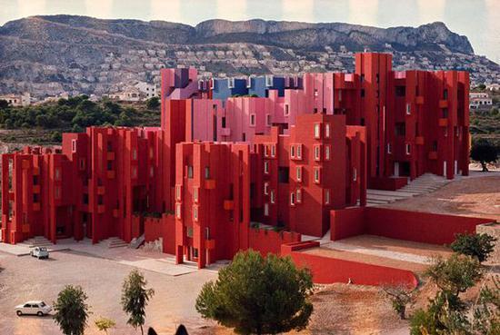 西班牙La Muralla Roja 图片来源自Casa de Valentina