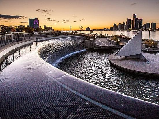 底特律河边 图片来源:Steven_Kriemadis/iStock