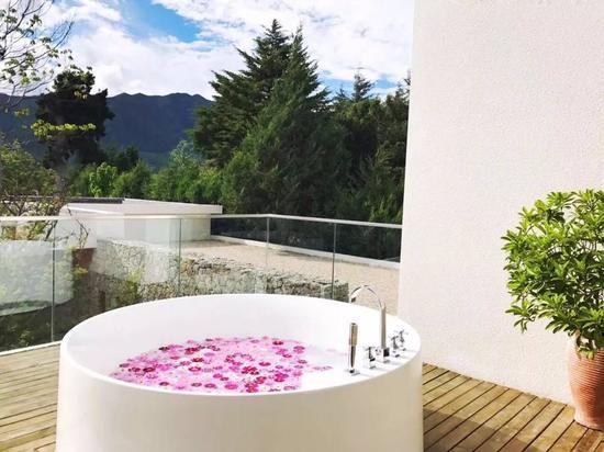 天气好的时候甚至可以在室外泡个花瓣浴