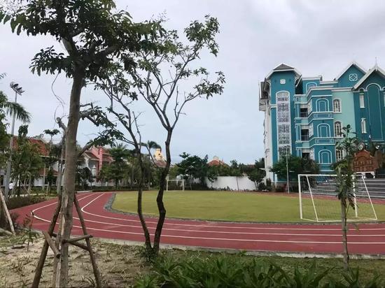 度假村里保留的校园跑道@尚旅游