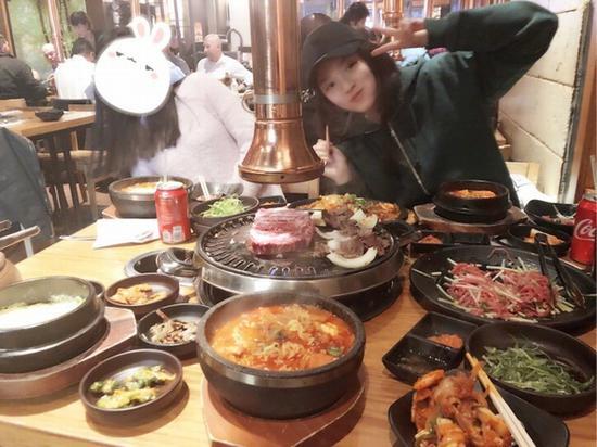 林允烤肉 图片来源自微博