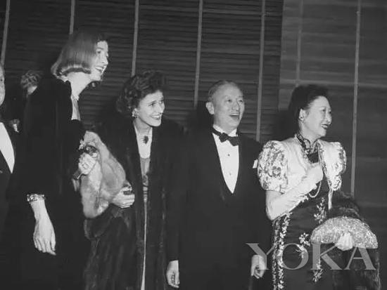 黄蕙兰身着旗袍亮相外交场合,图片来自Pinterest。
