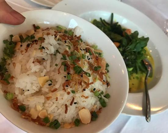 米饭应该是日本米,很糯