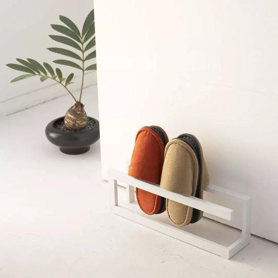 设计非常简洁,没有一般木头或者铁艺鞋架的廉价感。