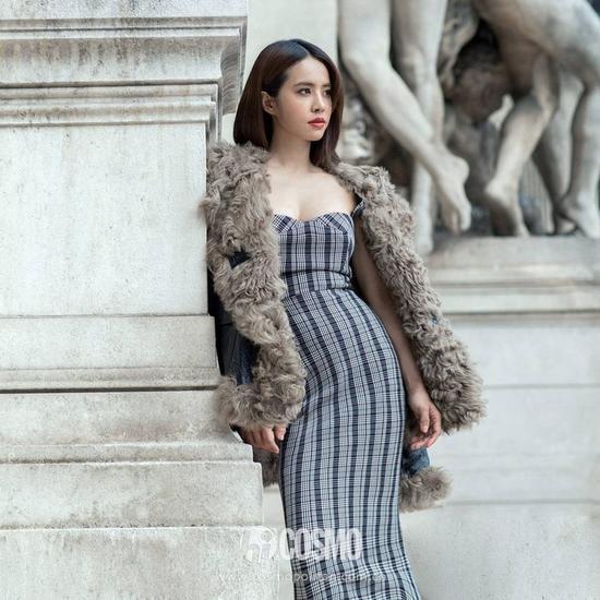 蔡依林身着Victoria Beckham连衣裙搭配Diesel皮衣