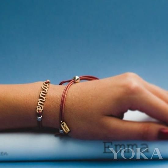 红绳手链,图片来自Pinterest。