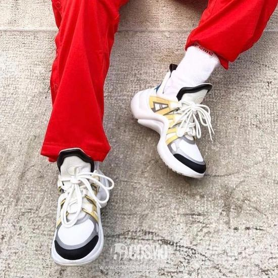 鞋底发黄鞋面顽渍不是事儿 技术贴拿好