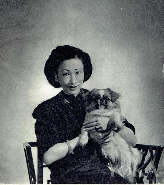 黄蕙兰佩戴翡翠首饰,图片来自Pinterest。