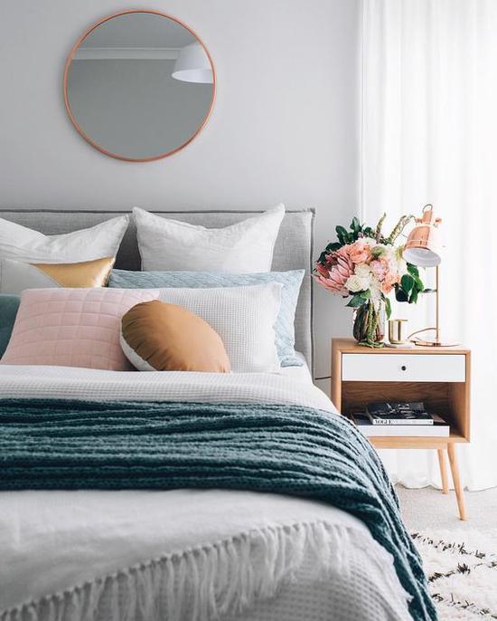 木质床头柜 图片来源自instagram.com