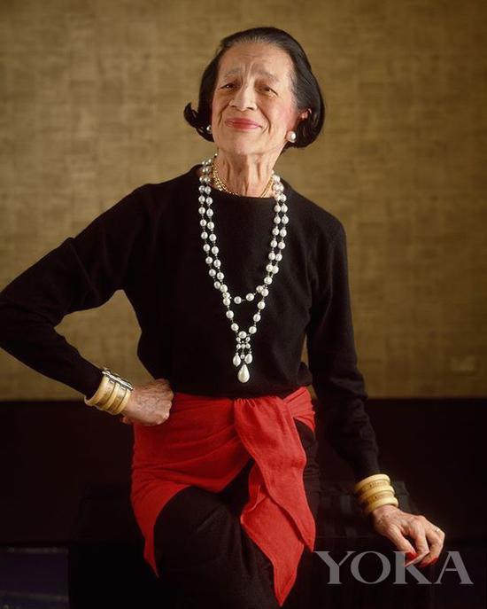 戴安娜·弗里兰佩戴珍珠项链,图片来自Pinterest。