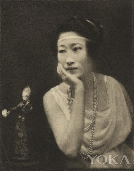 时尚Icon黄蕙兰,图片来自National Portrait Gallery。