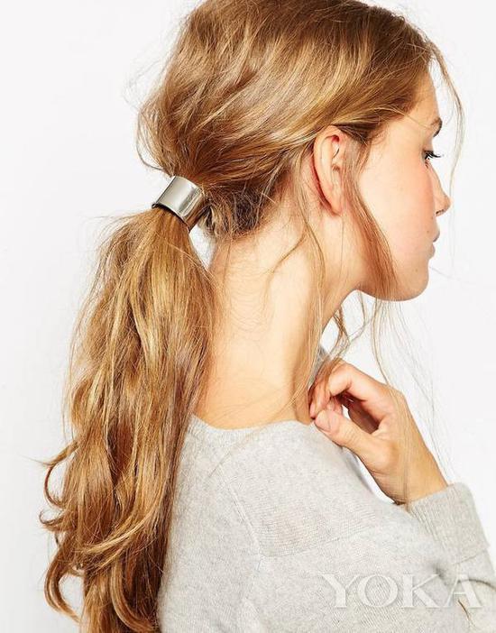 金属发环,图片来自Pinterest。