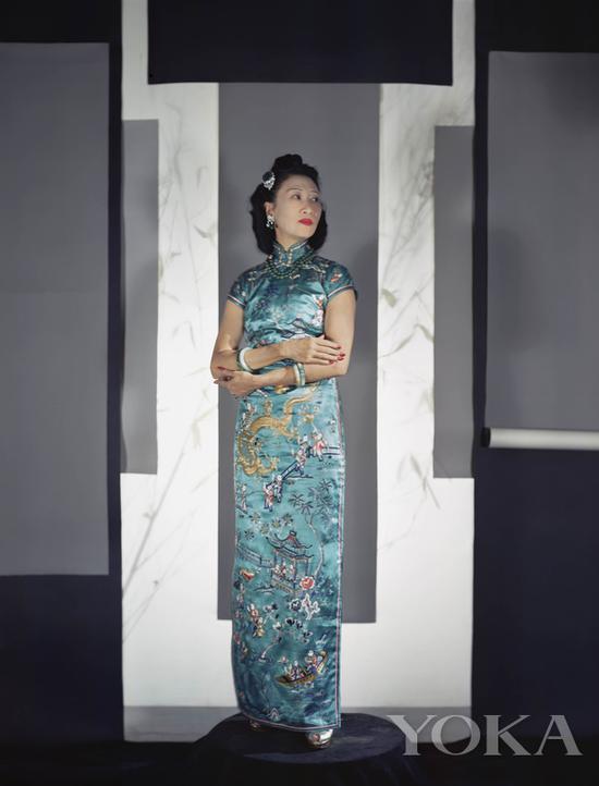 黄蕙兰身着旗袍留影,图片来自Pinterest。