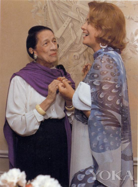 戴安娜·弗里兰和格蕾丝·凯莉,图片来自Diana Vreeland Legacy。