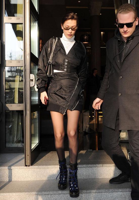 小白鞋是时髦 小黑鞋是必备